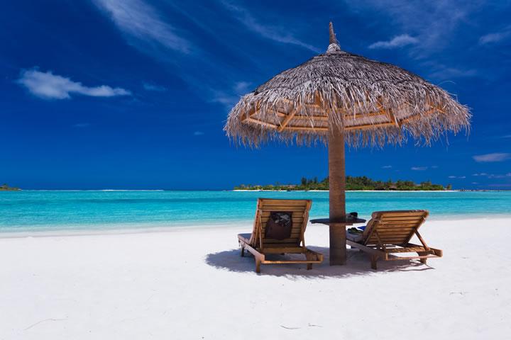 南の島のビーチサイド